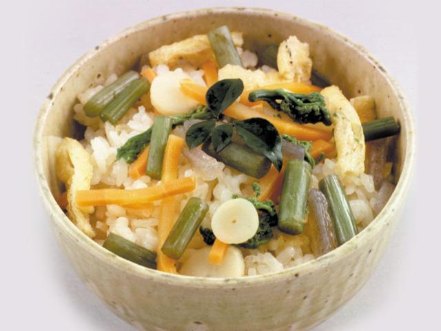 山菜釜めしの素で山菜おこわ